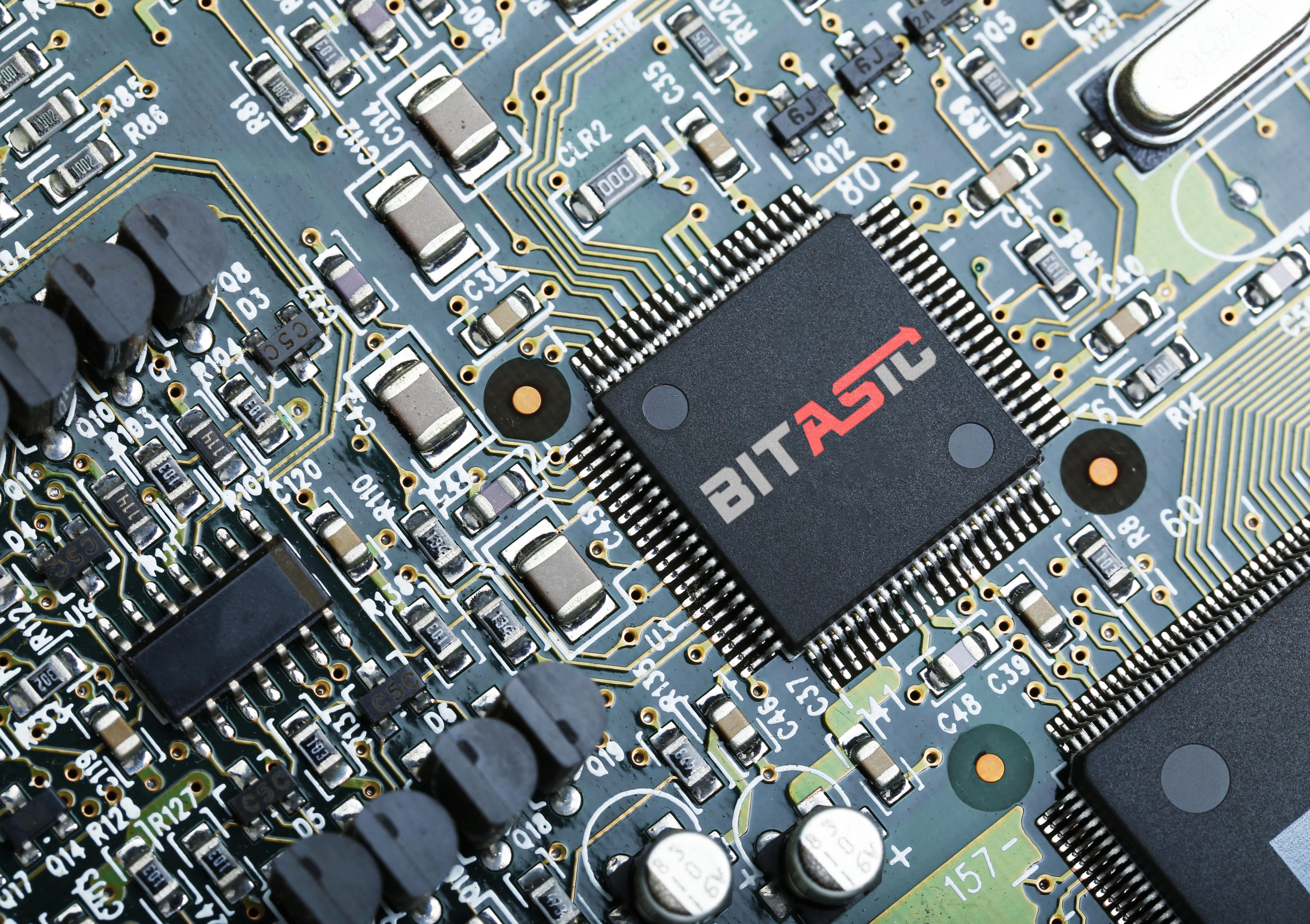 Дизайнер в сфере IT-технологий фото f_5805b6cdccf15321.jpg