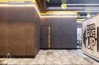 Тренажерный зал HAMMER Legend. 1500 м2. Казахстан, Астана. Блок для посетителей. Раздевалки. Ракурс 6