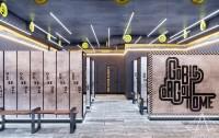 Тренажерный зал HAMMER Legend. 1500 м2. Казахстан, Астана. Блок для посетителей. Раздевалки. Ракурс 3