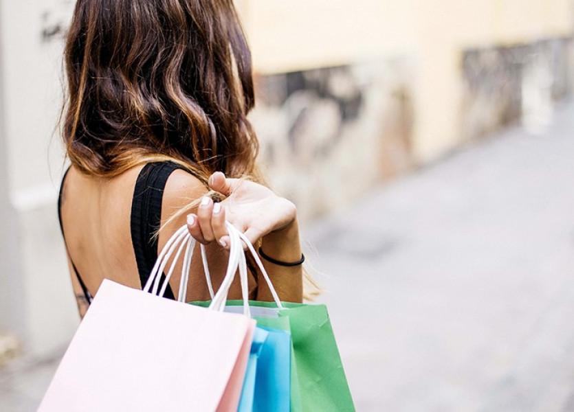 Продающие посты о скидках на одежду для рекламы в Телеграме