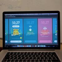 Несколько экранов дизайна приложения по зарабатыванию денег на просмотре рекламы