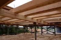 Фундамент для деревянного дома на винтовых сваях