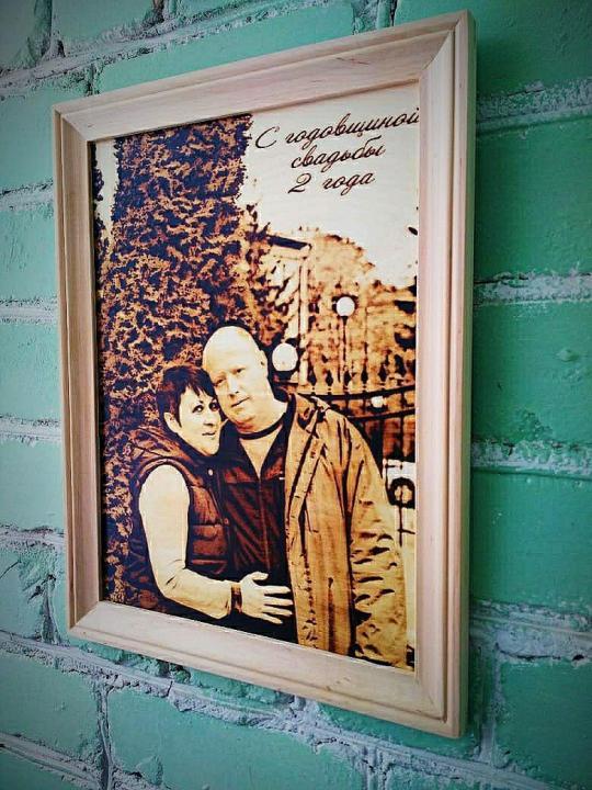 Предложить идею оформления портретов (с информацией) на стене фото f_4105e199bacac917.jpg