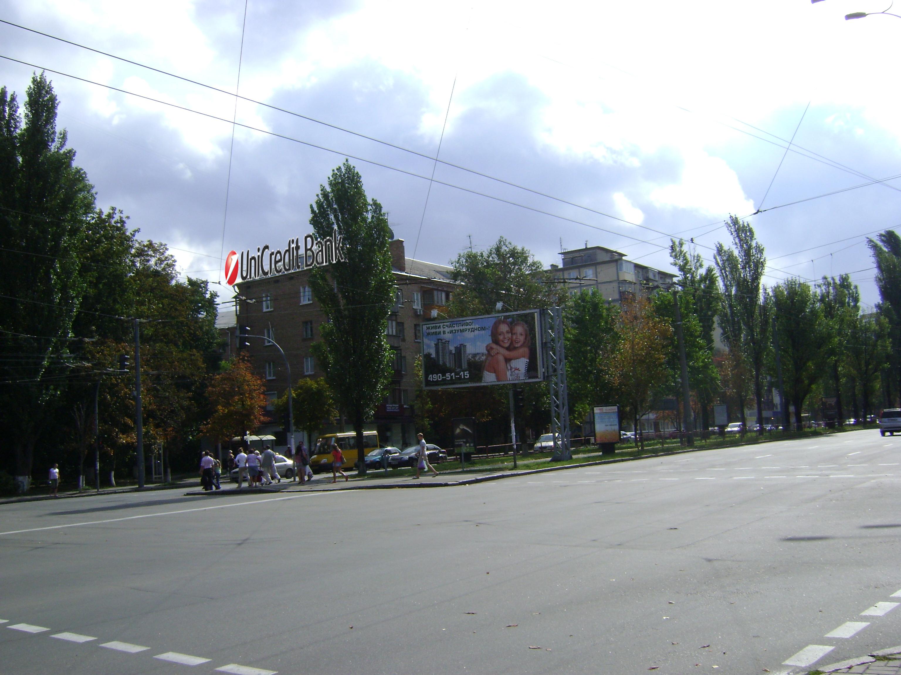 Дизайн накрышной рекламной конструкции для UniCredit Bank