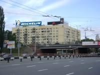 Дизайн накрышной рекламной конструкции для MICHELIN