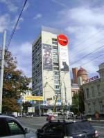 Дизайн настенной рекламной конструкции для Speak Up