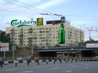 Дизайн накрышной + настенной рекламной конструкции Carlsberg