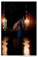 Невеста у зеркала со свечами