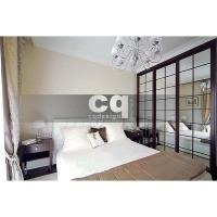 2014 частные интерьеры: фото дизайна гардеробной в спальне в квартире в классическом стиле 102м