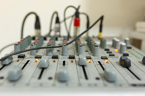 Студийный звукорежиссёр записи и сведения