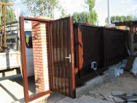 Откатные ворота с калиткой: доступность, качество, надежность