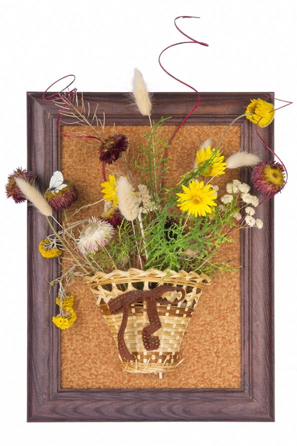 букет из сухих цветов в рамке