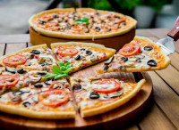 Доставка пиццы, суши, роллов, лапшы WOK и другой еды